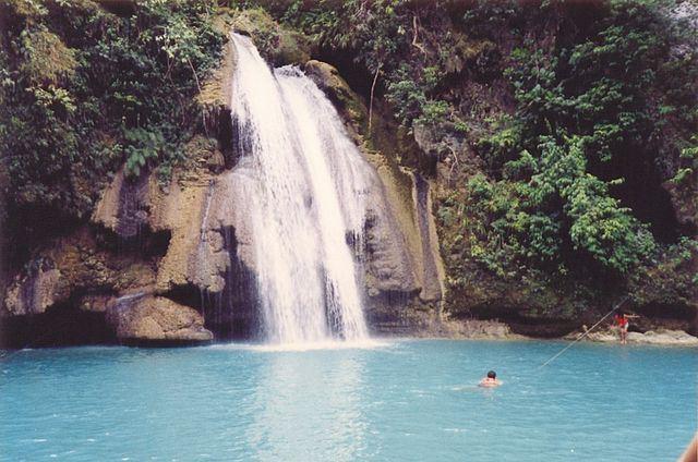 640px-Kawasan_Falls_Cebu_Island (1)